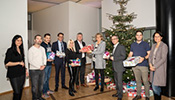 Zumtobel Group employees together with the Management Board present the gifts to Verena Dörler (far right) and Sylvia Steinhauser (fourth from right) from the Vorarlberg Children's Village.